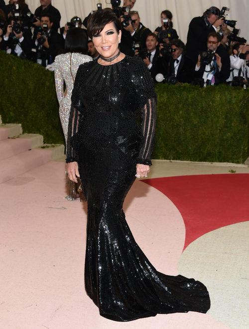 Kris Jenner  en la alfombra roja de la Gala Met 2016