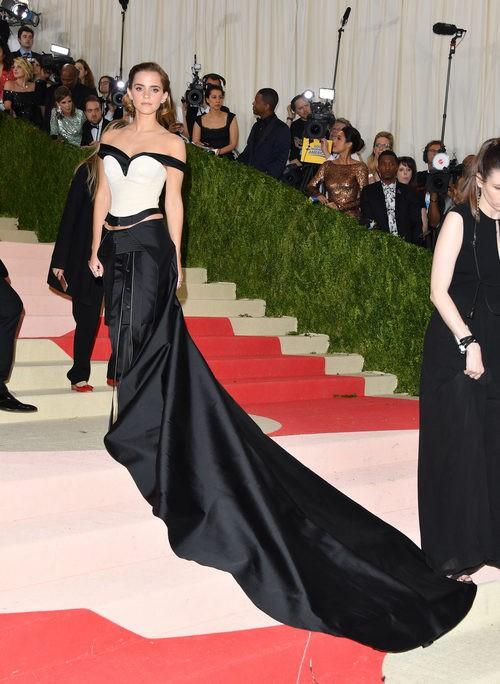 Emma Watson en la alfombra roja de la Gala Met 2016