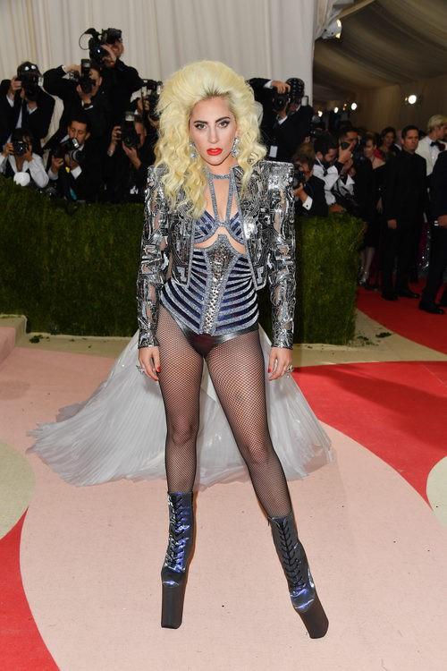 Lady Gaga en la alfombra roja de la Gala Met 2016
