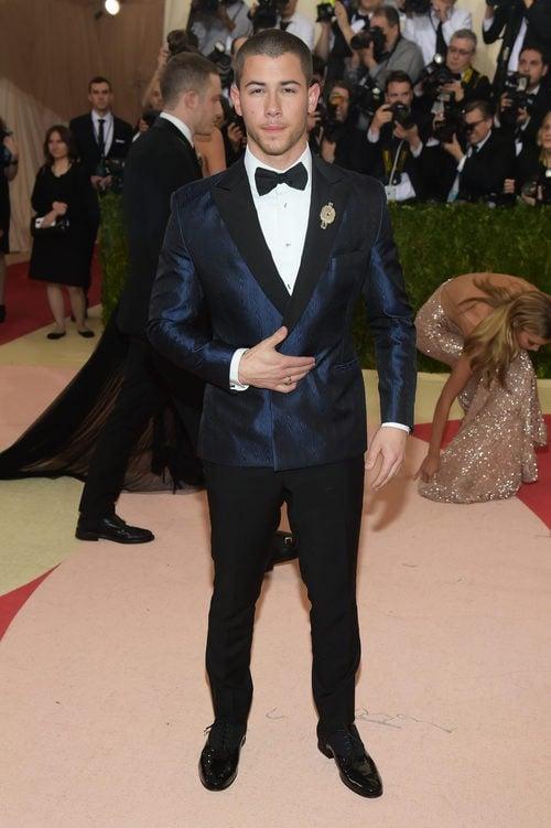 Nick Jonas en la alfombra roja de la Gala Met 2016