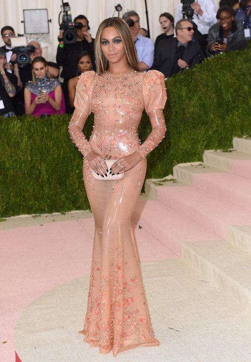 Beyoncé en la alfombra roja de la Gala Met 2016