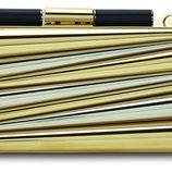 Clutch dorado de la colección de Sara Batagglia para Salvatore Ferragamo