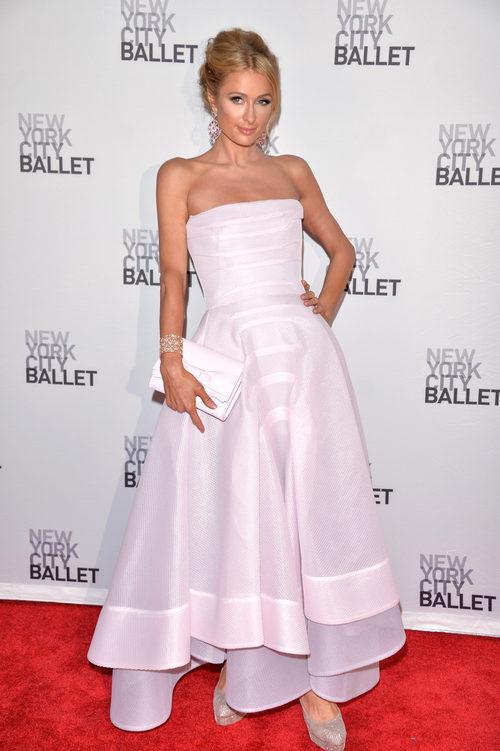Paris Hilton con un vestido rosa cuerazo en la gala de primavera del Ballet de Nueva York