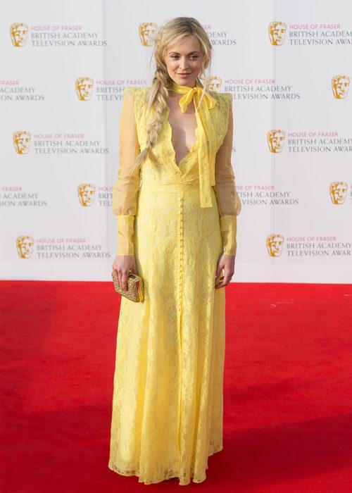 Fearne Cotton en los Premios BAFTA TV 2016 con un vestido amarillo