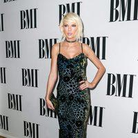 Taylor Swift con un vestido de Monique Lhuillier en la entrega de los BMI Pop Awards 2016