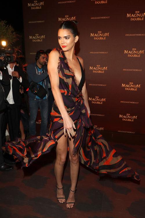 Kendall Jenner con un vestido Versace en el Festival de Cannes 2016