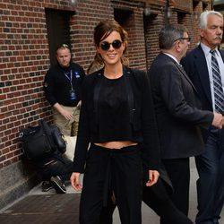 Kate Beckinsale con un total black de esmoquin en Nueva York