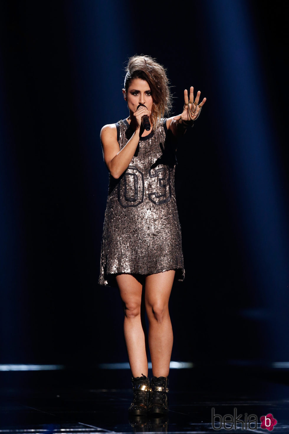 Barei con una camiseta vestido de lentejuelas en el Festival de Eurovisión 2016