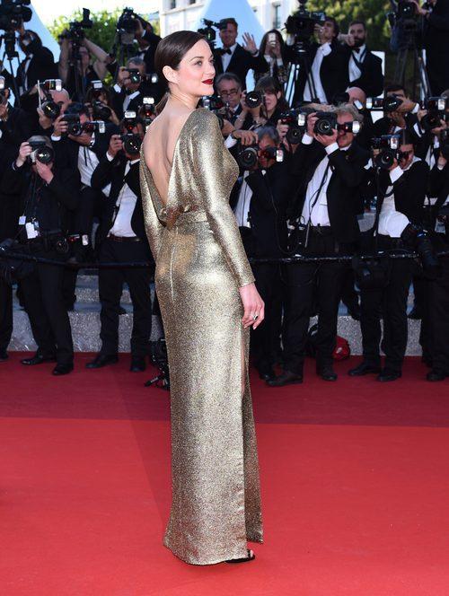 Marion Cotillard con un Christian Dior con escote en la espalda en Cannes 2016