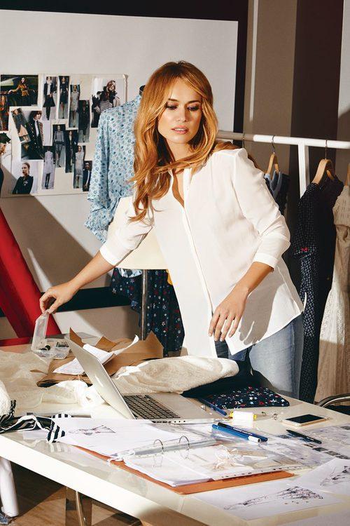 Patricia Conde en el departamento creativo para Dandara en la nueva colección