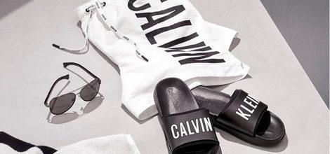 Bodegón bañador, sandalias y  gafas colección logotipo de Calvin Klein 2016 para hombres