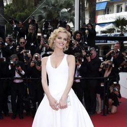 Eva Herzigová en la alfombra roja del Festival de Cannes 2016