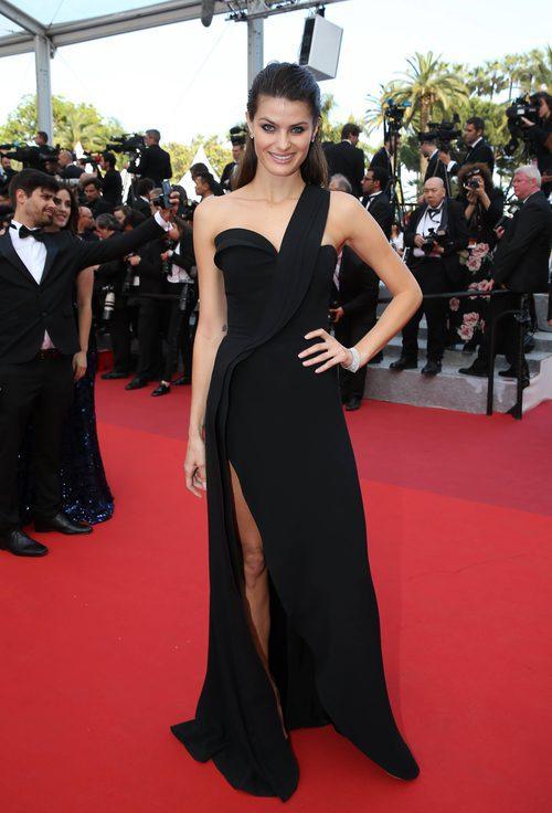 Isabeli Fontana en la alfombra roja del Festival de Cannes 2016