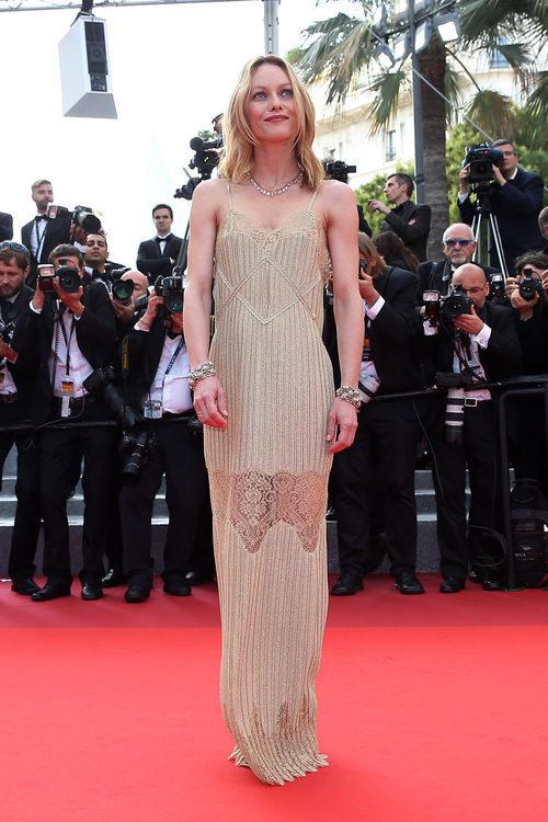 Vanessa Paradis posando en la alfombra roja del Festival de Cannes 2016