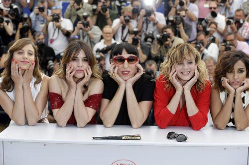 Protagonistas de 'Julieta' en la alfombra roja de Cannes 2016