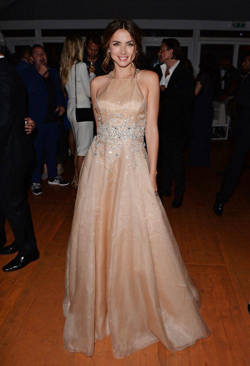 Ana de Armas con un vestido de Miu Miu en el estreno de 'Hands Of Stone' en Cannes 2016
