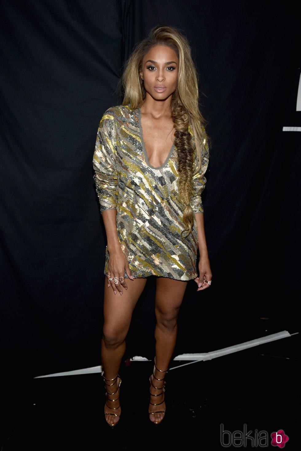 Ciara con un vestido midi en los Billboard Awards 2016