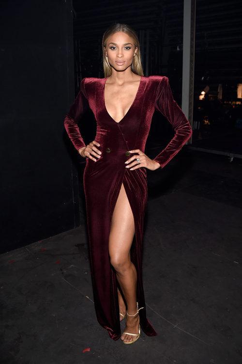 Ciara con un vestido terciopelo en los Billboard Awards 2016