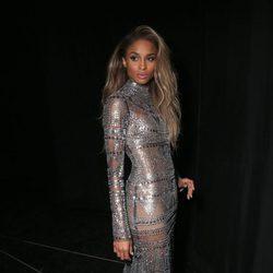 Ciara con un vestido metálico en los Billboard Awards 2016