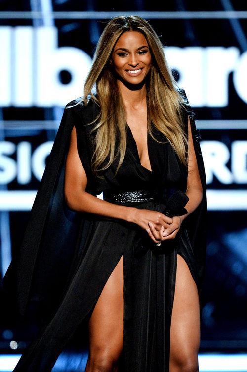 Ciara con un vestido terciopelo negro en los Billboard Awards 2016