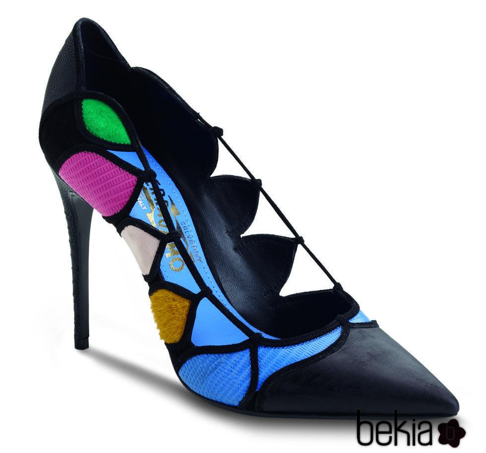 Salvatore Ferragamo , Stilettos negros con detalles en colores en gamuza, cuero y peluche de la colección otoño