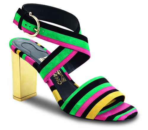 Sandalias de tacón con rayas de colores y correas de la colección otoño 2016 de Salvatore Ferragamo