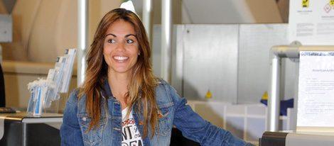 Lara Alvarez muy sport en el aeropuerto rumbo a Supervivientes 2016