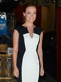Olivia Wilde con un vestido 'black and white'