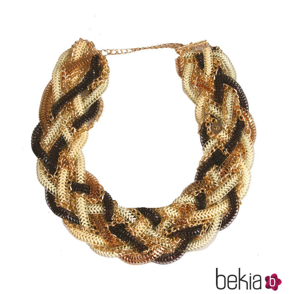 315a7fa91ac4 Anterior Collar trenzado con cadenas negras y doradas de la colección de  verano 2016 de Lola Casademunt