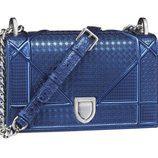 Micro-cannage azul metalizado de la colección diorama de Dior