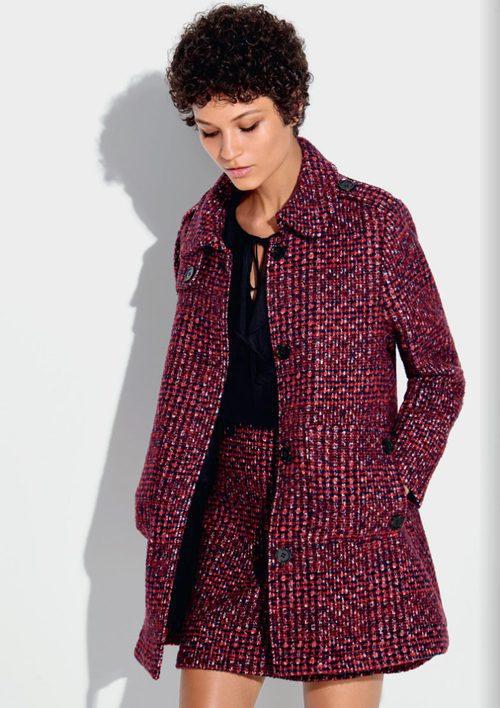 Conjunto de gabán y falda tejidos en colores vino de la colección otoño/invierno 2016/2017 de Etam