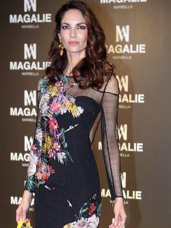 Eugenia Silva con un vestido negro en print floral en el evento de 'Magalie' en Madrid