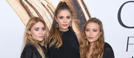 Elizabeth, Ashley y Mary-Kate Olsen en la alfombra roja de los Premios CFDA Fashion 2016
