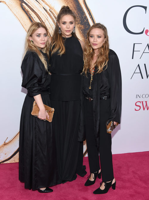 Elizabeth, Ashley y Mary-Kate Olsen en la alfombra roja de los Premios CFDA Fashion 2016