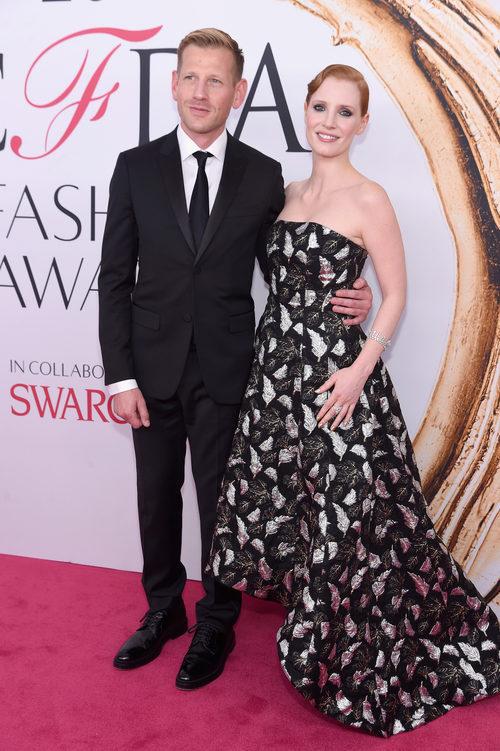 Jessica Chastain y  Paul Andrew la alfombra roja de los Premios CFDA Fashion 2016