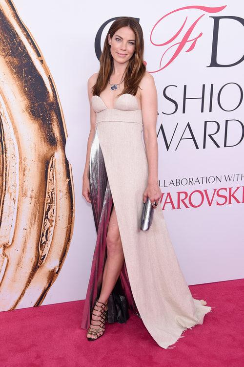 Michelle Monaghan en la alfombra roja de los Premios CFDA Fashion 2016