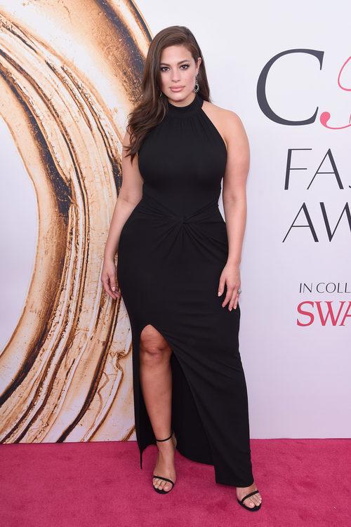 Ashley Graham en la alfombra roja de los Premios CFDA Fashion 2016