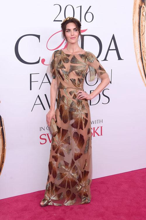 Hilary Rhoda en la alfombra roja de los Premios CFDA Fashion 2016