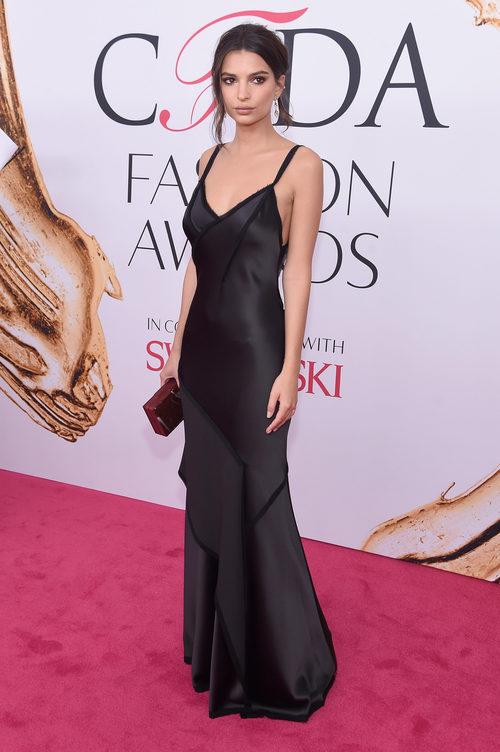 Emily Ratajkowski en la alfombra roja de los Premios CFDA Fashion 2016