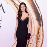 Sara Sampaio en la alfombra roja de los Premios CFDA Fashion 2016