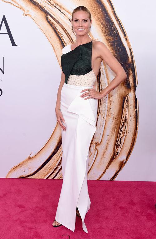 Heidi Klum en la alfombra roja de los Premios CFDA Fashion 2016