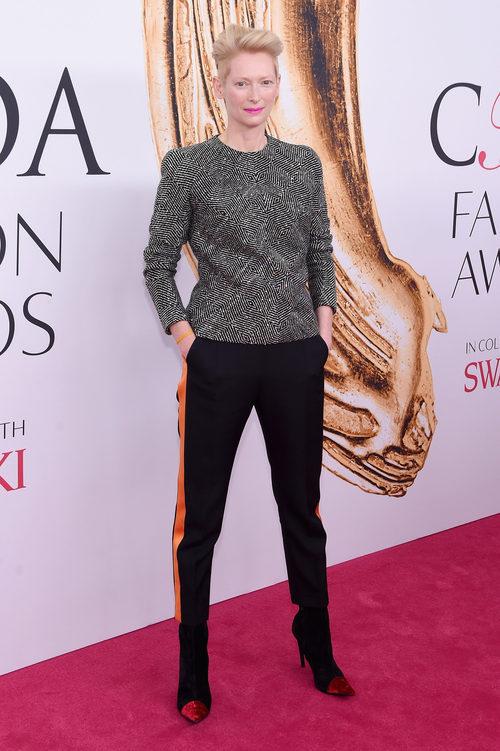 Tilda Swinton en la alfombra roja de los Premios CFDA Fashion 2016