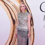 Kirsten Dunst en la alfombra roja de los Premios CFDA Fashion 2016