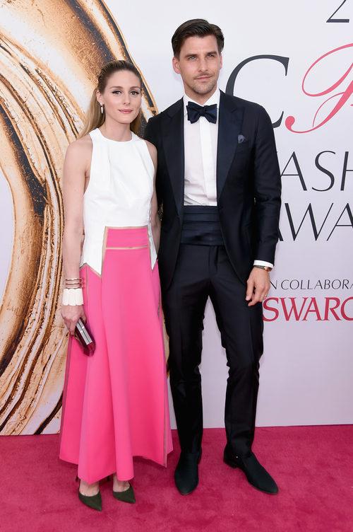 Olivia Palermo y Johannes Huebl en la alfombra roja de los Premios CFDA Fashion 2016