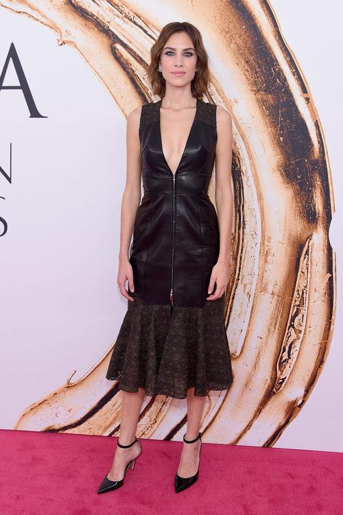 Alexa Chung en la alfombra roja de los Premios CFDA Fashion 2016