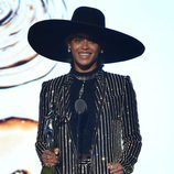 Beyoncé recoge su galardón a 'Icono de la moda' en los Premios CFDA Fashion 2016