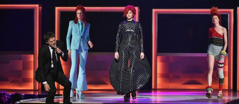 Michael C Hall rinde tributo a David Bowie en los Premios CFDA Fashion 2016