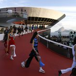 Carrusel desfilando para  Louis Vuitton en el desfile Crucero 2017