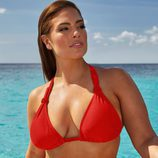 Ashley Graham con un bikini en rojo de su colección 'Ashley Graham x swimsuit for all'