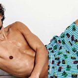 Wouter Peelen con un bañador estampado para la nueva colección Summer de Calzedonia 2016